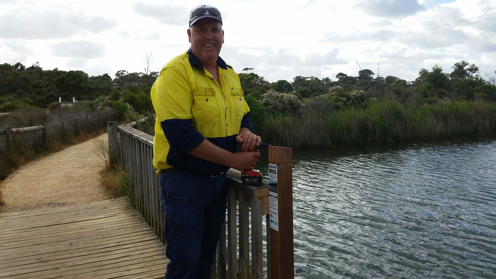 Surf Coast Shire Council assist with the installation of a Fluker Post on the Anglesea River estuary
